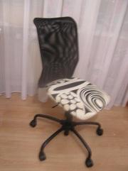 компьютерный стул без подлокотников.